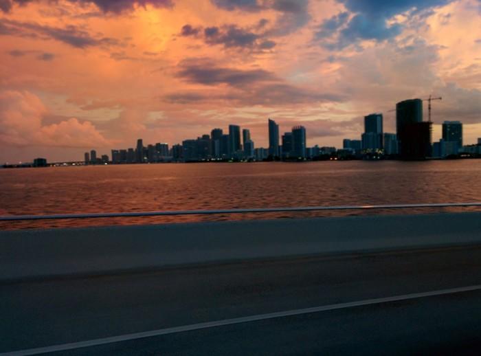 12 tabere in strainatate Miami